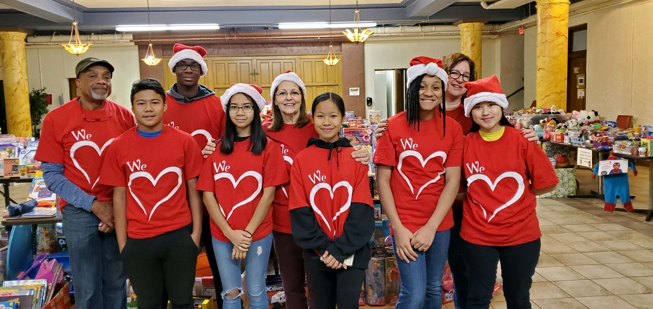 YSLPP students and mentors volunteered at the Oneida Square Project's Black Friday Sale